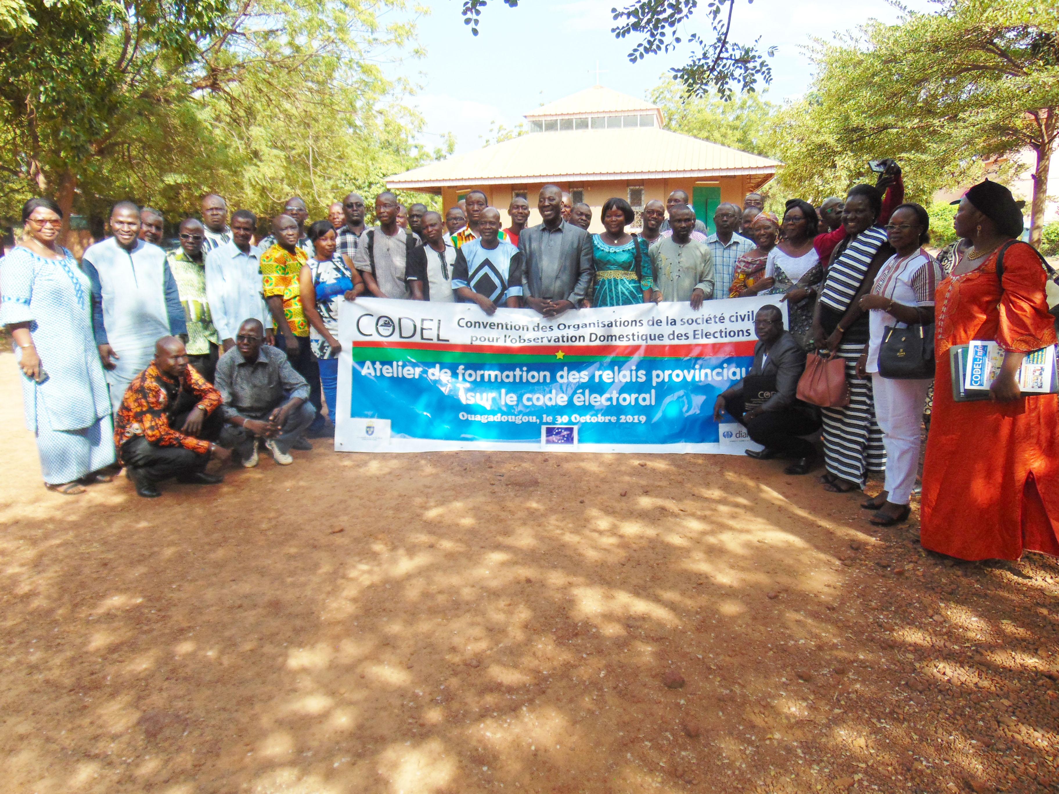 Élections de 2020 au Burkina Faso : La  CODEL discute avec ses représentants provinciaux.